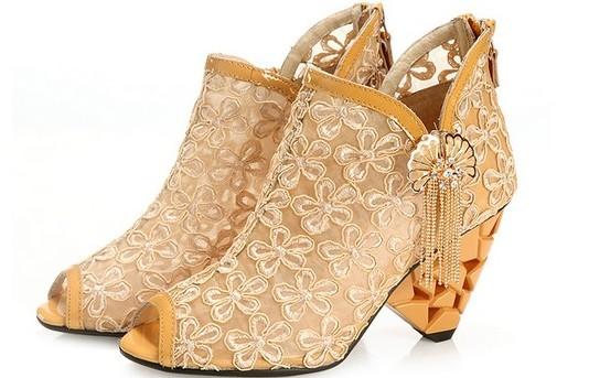 欧根纱花朵镂空流苏鱼嘴踝靴