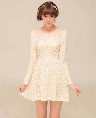 甜美圆领钉珠连衣裙