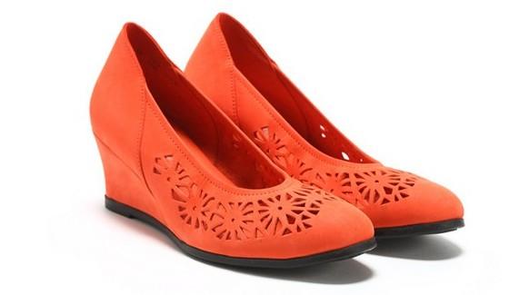 真皮镂空浅口坡跟单鞋