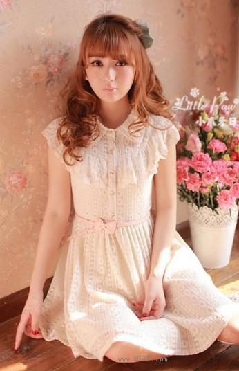 蕾丝刺绣连衣裙