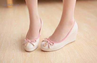 甜美拼色蝴蝶结坡跟单鞋