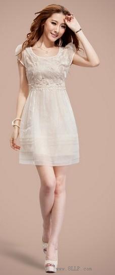 刺绣欧根纱连衣裙