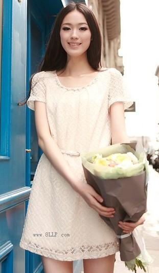 串珠圆领镂空蕾丝连衣裙