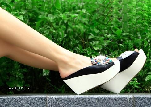 真皮水钻蝴蝶结坡跟拖鞋