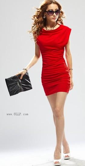 一字领褶皱连衣裙