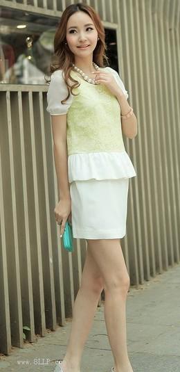 圆领蕾丝连衣裙