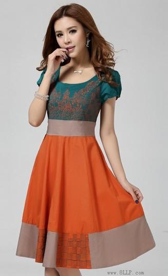 灯笼袖织棉刺绣连衣裙