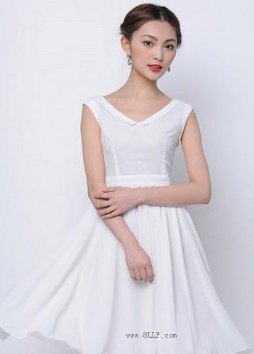 V领白色塑点雪纺裙