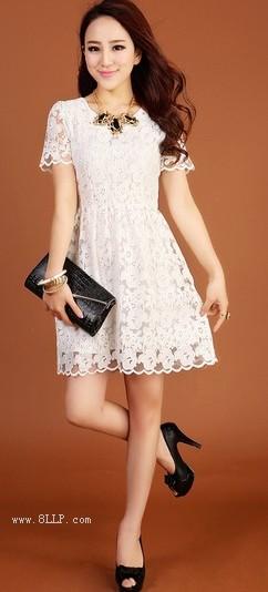 苹果花蕾丝修身连衣裙