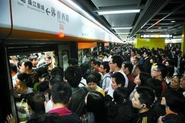 中国人为什么不排队?因为恐惧!
