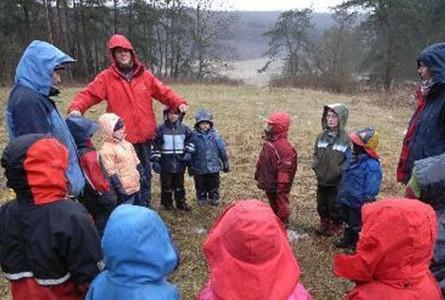 德国幼儿园老师居然带孩子干这些