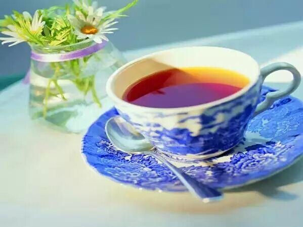 一盏茶香,缱绻红尘。这一刻,我甘心沉醉。